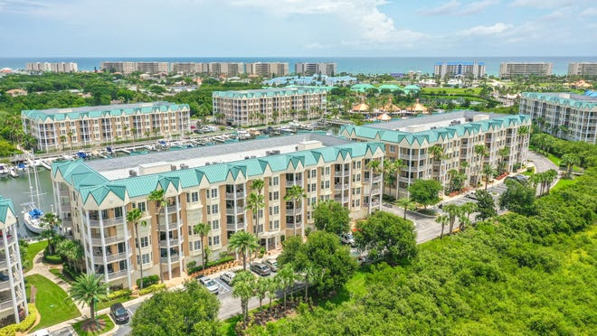 Harbour Village offers a Par 3 golf course, three clay tennis courts, three outdoor pools, two fitness centers, elevated wooden walkways through nature trails, a riverfront fishing pier, an oceanfront clubhouse, conference center, a private restaurant/pub and a 142-slip marina.