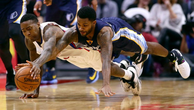 The Los Angeles Clippers' Jamal Crawford (left) and the Memphis Grizzlies' Troy Daniels dive for a loose ball in the third quarter at Staples Center in Los Angeles on Wednesday, Jan. 4, 2017.
