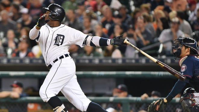 Tigers' Rajai Davis hits a two-run home run in the eighth inning to make it 6-4 Tigers.