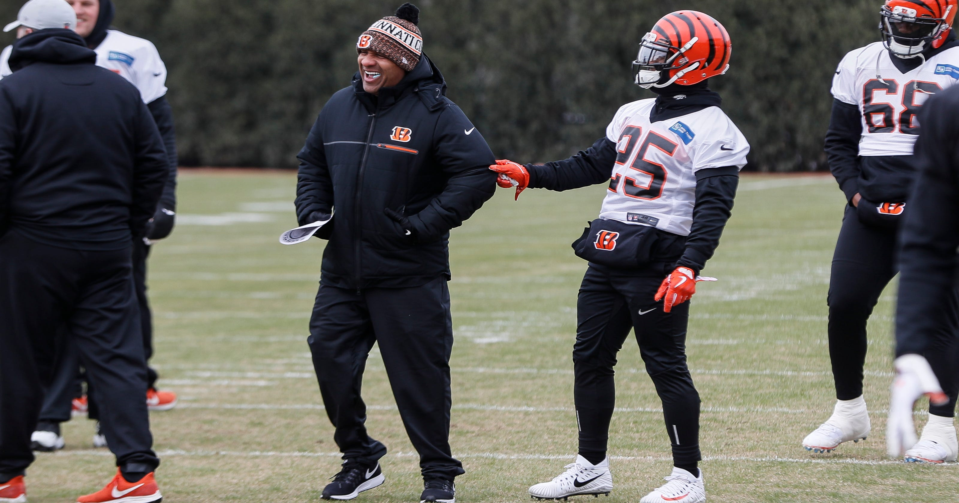 Hue Jackson back with Bengals in unscripted coaching role 6646d6f73