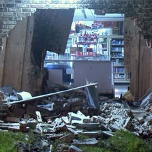 Smash-and-grab crooks fled a SW Houston store early Wednesday, leaving behind their Ford F-250 used in the crime.