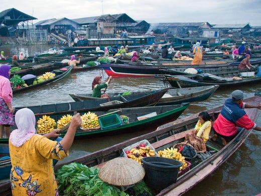 10 Exotic Markets Bazaars Around The World