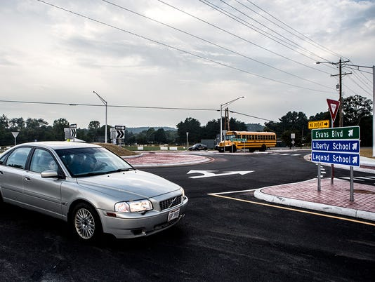 -01-sharon-valley-roundabout.JPG