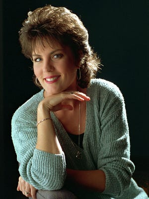 """FILE - In this Sept. 27, 1995, file photo, Holly Dunn poses for a photo in Nashville. Dunn, a San Antonio native who had a hit in 1986 with """"Daddy's Hands,"""" about her minister father, has died. She was 59. Dunn died in hospice care in Albuquerque, N.M., according to June Keys, the gallery manager at Pena-Dunn gallery in Santa Fe, where Dunn's paintings were displayed."""