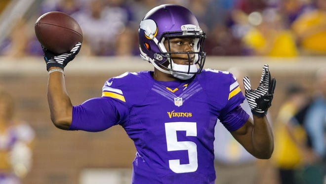 Minnesota Vikings quarterback Teddy Bridgewater (5) passes the ball in the fourth quarter against the Arizona Cardinals at TCF Bank Stadium.