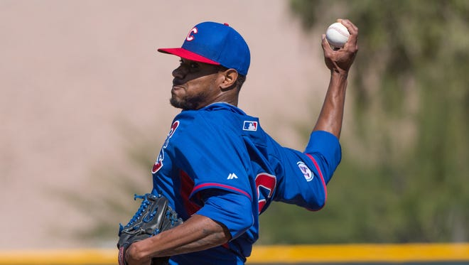 Chicago Cubs starting pitcher Edwin Jackson (36) pitches during a spring training workout at Sloan Park.