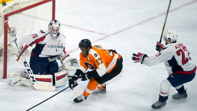 Flyers' Wayne Simmonds, center, maneuvers for the puck against Washington in game 6 Sunday, April 24 in Philadelphia. Flyers lost 1-0, ending their playoff run.