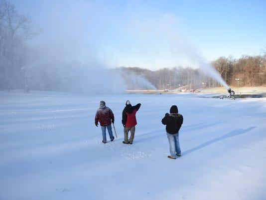 3-LDN-JML-010516-snowmaking