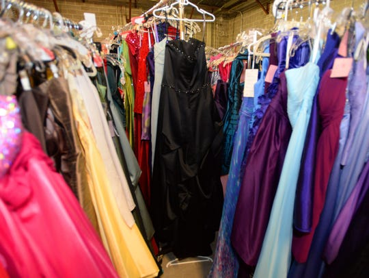 Nearly 2,000 prom dresses in many styles and colors