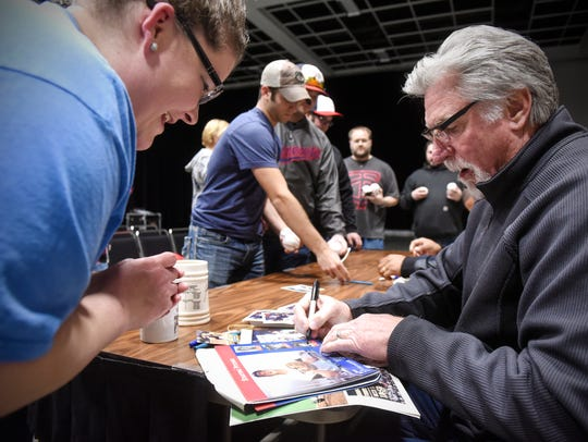 Jack Morris signs autographs for fans during the Twins