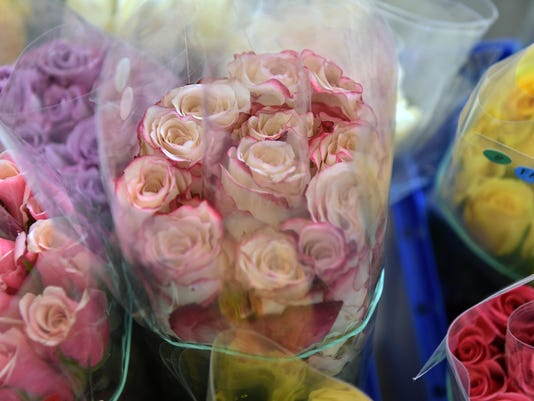 636223287793541323-Vineland-firefighters-selling-roses-3.jpg