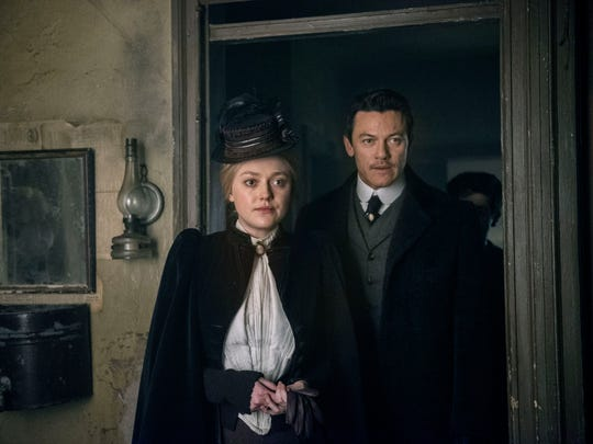 Dakota Fanning as Sara and Luke Evans as John on 'The