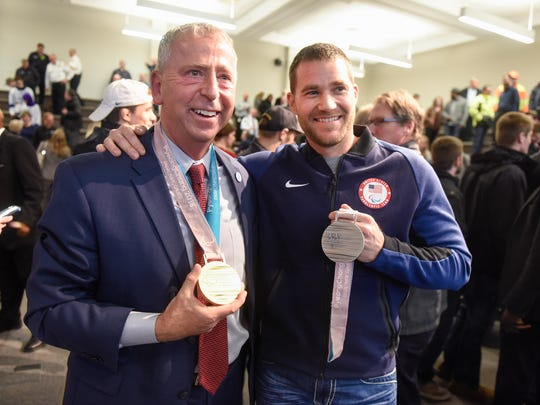 St. Cloud Mayor Dave Kleis poses with local paralympian