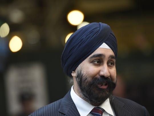 Hoboken Mayor Ravi Bhalla speaks to NJTransit Executive