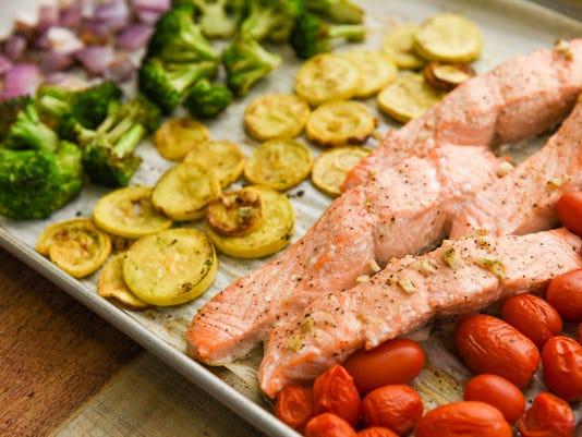 636621725846296515-sheet-pain-rainbow-veg-and-salmon-thumbnail-1.jpg