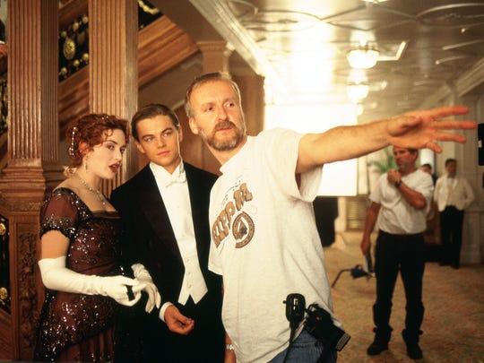 Kate Winslet (as Rose DeWitt Bukater) and Leonardo