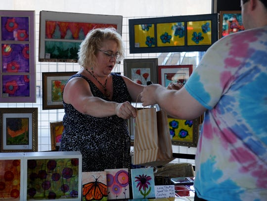 Cindy Kahler Thomas sells some of her artwork during