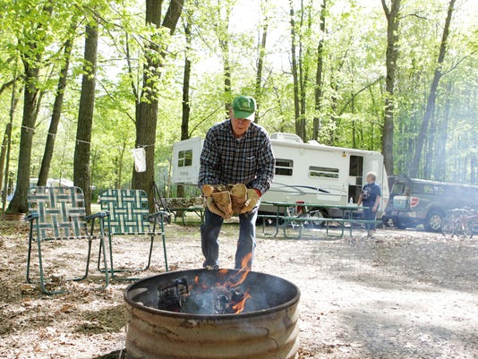 MNH 0528 Camping