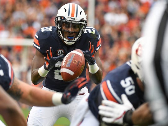 Auburn's Kerryon Johnson takes the snap for a touchdown during the first quarter against Alabama on Nov. 25, 2017 in Auburn, Ala.