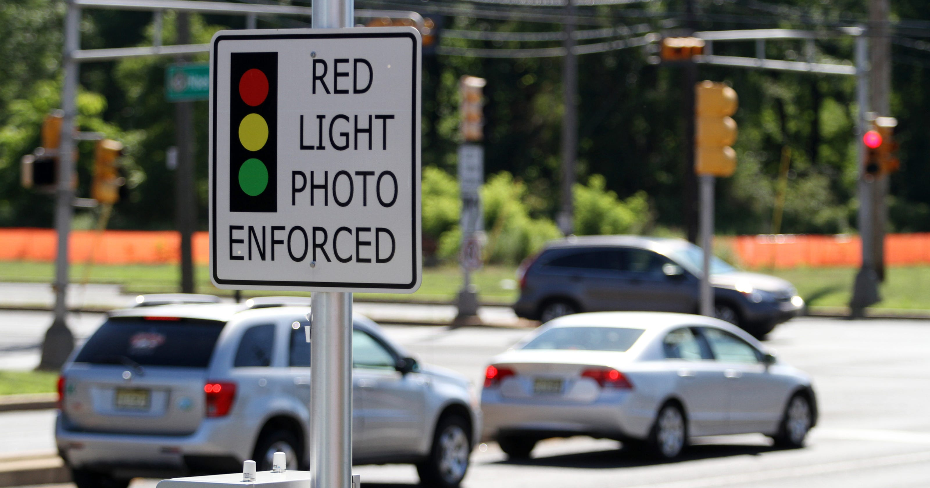 Poll: NJ can't agree on what to do about red-light cams
