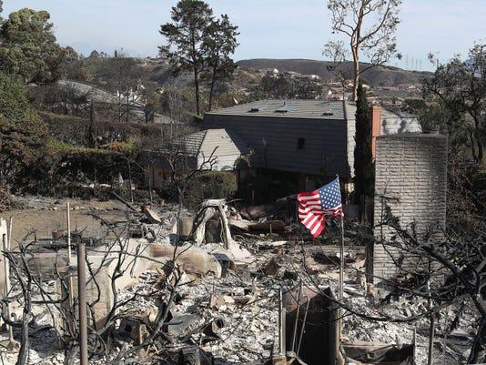 636484471489582720-ventura-fire-aftermath-6.jpg