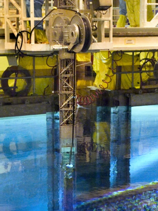 File   Peach Bottom Atomic Power Station's workers watch from a refueling platform as a computer-driven arm moves a spent fuel rod bundle from the plant's Unit 2 reactor to a slot in the spent fuel pool.