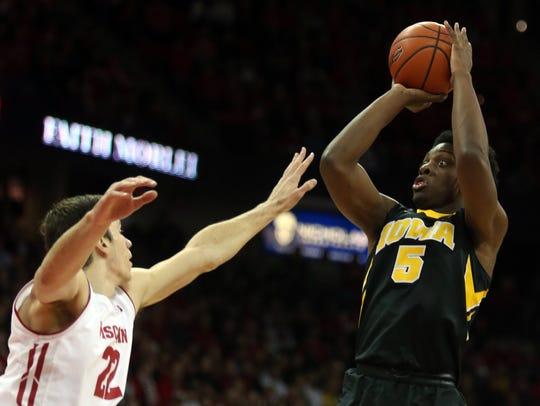 Iowa Hawkeyes forward Tyler Cook (5) shoots the ball