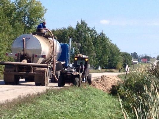 -DCA 0920 manure spill 1.JPG_20140917