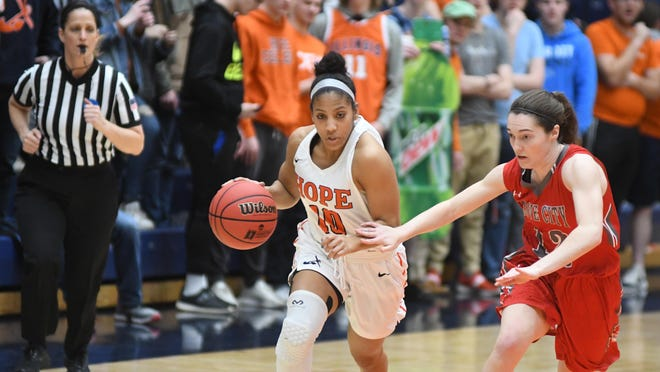 Hope's Arika Tolbert dribbling up court at DeVos Fieldhouse during a 2020 NCAA Tournament game against Grove City.