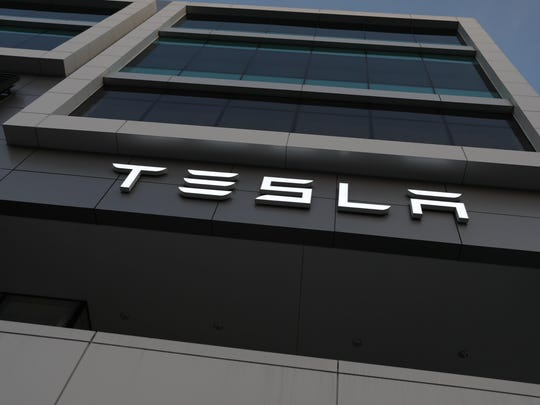 Tesla Stock Falls As Company's Q4 Numbers Miss Expectations