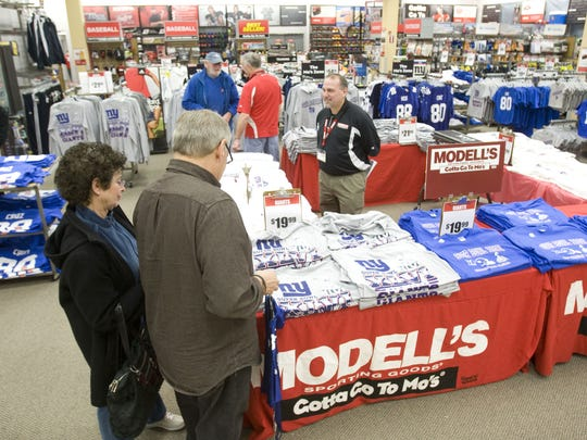 Customers of Modell's Sporting Goods store at the Monmouth Mall buy Giants' merchandise.......Bob Bielk/Asbury Park Press-1/25/12-Eatontown