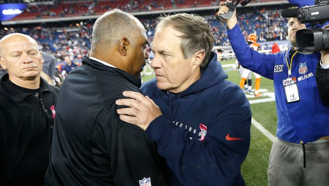 Cincinnati Bengals head coach Marvin Lewis and New England Patriots head coach Bill Belichick get together after their game in 2014.