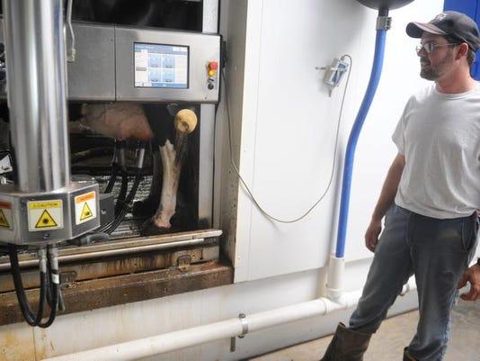zan 07xx automated milking system 001.JPG