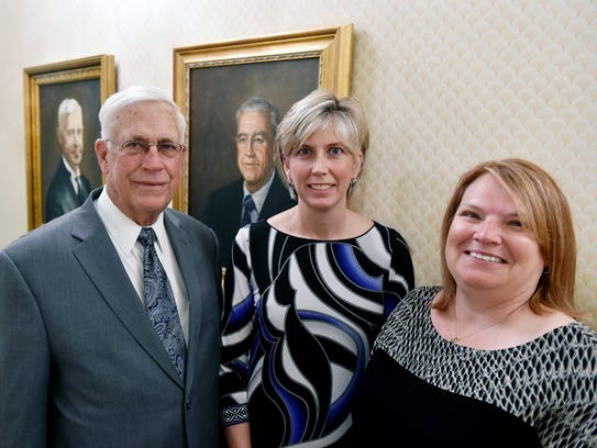 Robert Etzweiler and his two daughters, Shannon and