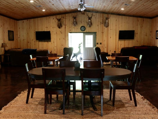 The dining area in the lodge at the Knobbhill Hunting