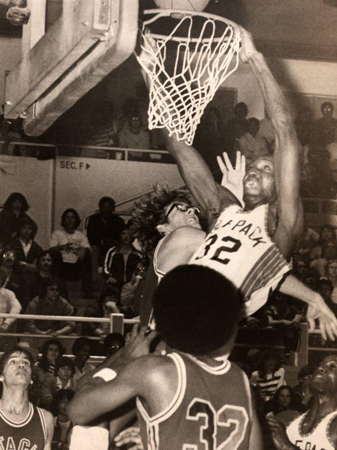 Edgar Jones dunks over Santa Clara's Kurt Rambis during