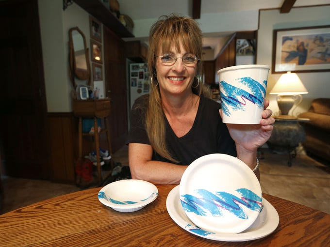 Gina Ekiss designed the Jazz pattern found on plates,