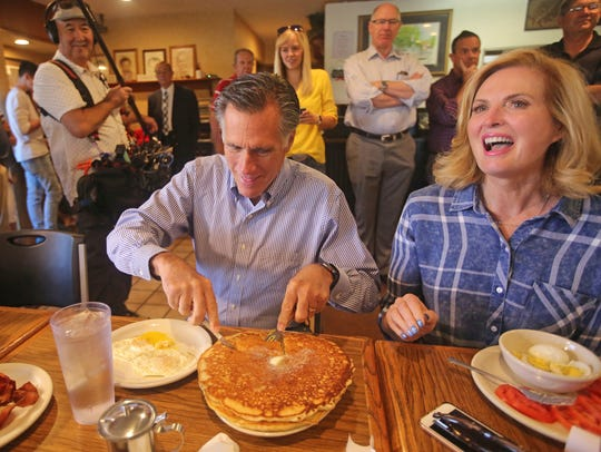 Mitt and Ann Romney eat breakfast during a campaign