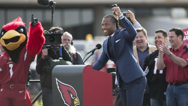 Cardinals Larry Fitzgerald speaks to the crowd gathered during the pep rally/send off before heading to North Carolina for the NFC Championship at Phoenix Sky Harbor in Phoenix, AZ on January 23, 2016.
