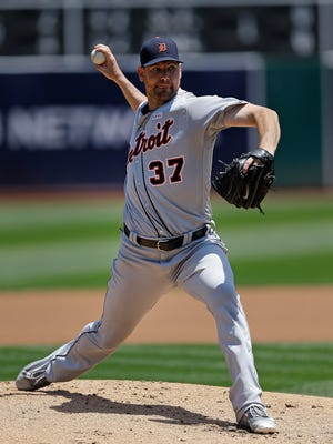 Detroit Tigers pitcher Mike Pelfrey works against the Oakland Athletics in the first inning of a baseball game, Sunday, May 29, 2016, in Oakland, Calif.