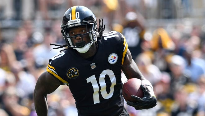 Pittsburgh Steelers wide receiver Martavis Bryant (10) runs with the ball after catching a pass during the first quarter of a game against the Minnesota Vikings at Heinz Field.
