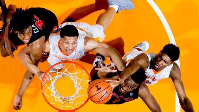 Georgia forward Yante Maten (1) goes for a layup as Tennessee forwards Grant Williams (2) and Kyle Alexander (11) defend during a game Saturday.