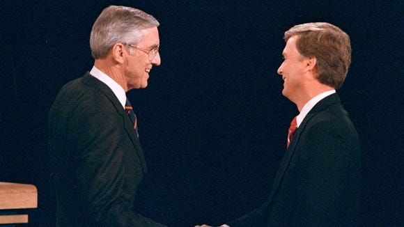 Lloyd Bentsen shakes hands with Dan Quayle before the