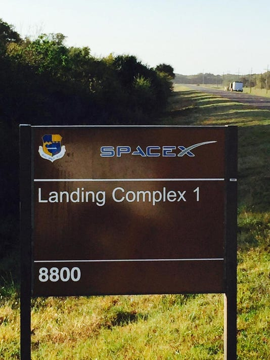 635845749367648137-spacex-landing-complex-1-sign.jpg