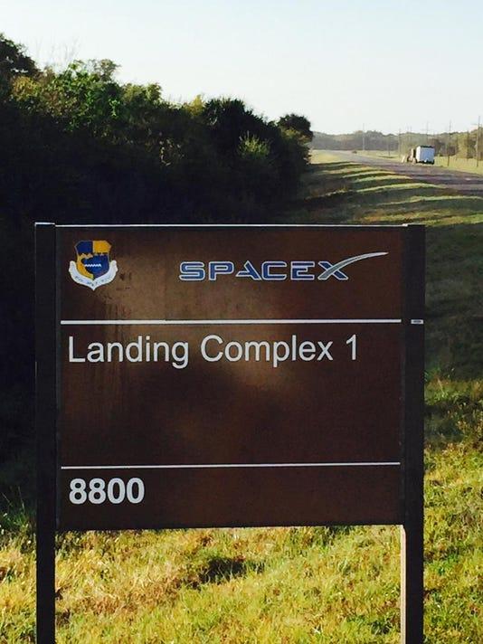 635845749367648137-spacex-landing-complex-1-sign.jpg