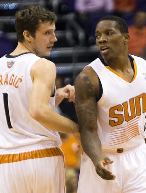 Goran Dragic, left, and Eric Bledsoe have operated a dual point guard system for the Suns.