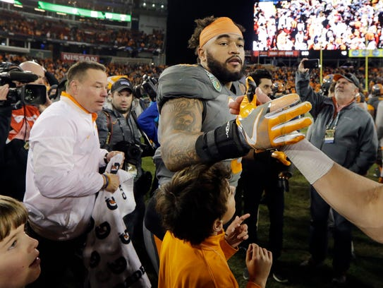 Tennessee defensive end Derek Barnett is congratulated