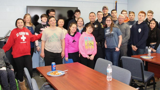 Highland High School students gathered for the March Lunch and Learn with a Leader event featuring local first responders. Special guests included Lloyd Police Department Detective Anthony Ventura and representatives from the Highland Fire District and Mobile Life Support Services.