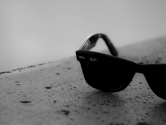 635742885792005737-black-and-white-sunglasses-dark-summer