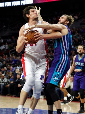 Jan 5, 2017; Auburn Hills, MI, USA; Pistons center Boban Marjanovic is defended by Hornets forward Spencer Hawes during the third quarter at the Palace.